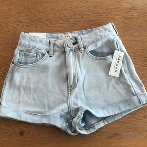 BRAND NEW high waisted pac-sun shorts
